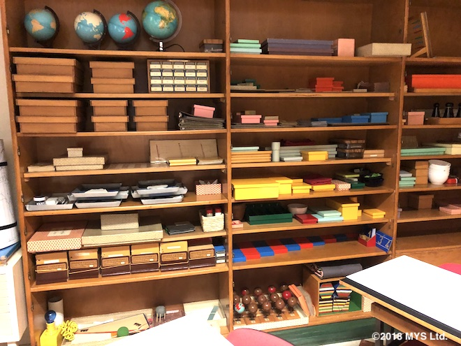 ベルガモ・エレメンタリートレーニングセンターの教具棚
