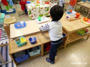 目と手の協応や食べ物に関する活動をする子