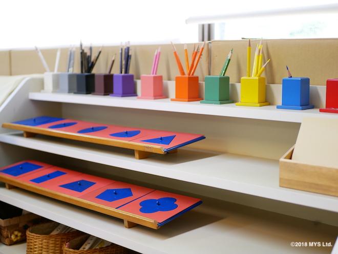 モンテッソーリ言語教育でも使う色鉛筆と「はめ込み図形」という教