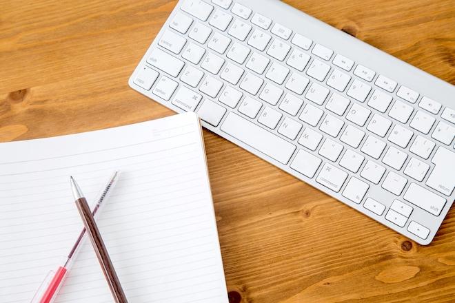 筆記用具とキーボード