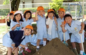 春日荘聖マリア幼稚園の子供たち