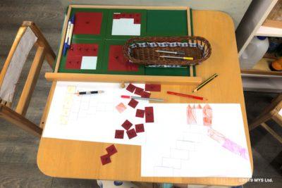Taipei Utopia Montessori Elementary Schoolで分数の教具を使って友達と絵を描く様子