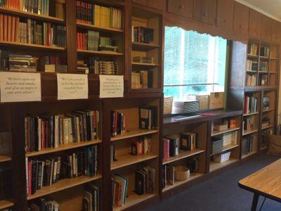 モンテッソーリ中学校の図書室