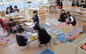 ロザリオ幼稚園でモンテッソーリ活動をする子供達